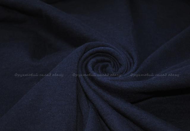 Глубоко тёмно-синяя женская футболка с V-образным вырезом