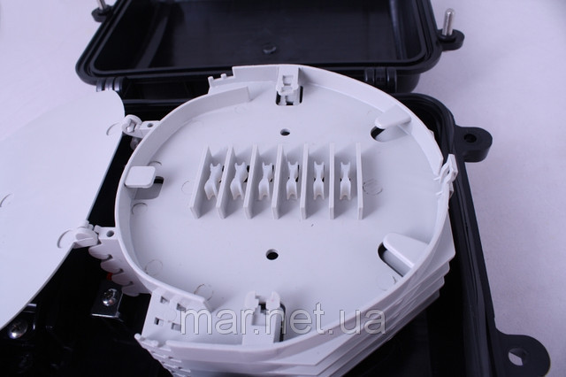 Муфта универсальная, 2 механических кабельных ввода, 4 сплайс-касcеты, 48 сплайс-протекторов