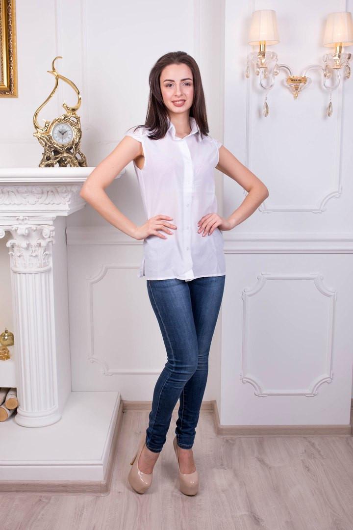 Стильная женская блуза с гипюром. Белый