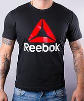 Красная футболка  с логотипом яркого цвета