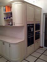 кухня из массива ясеня с пеналом для встроенной техники фото 18