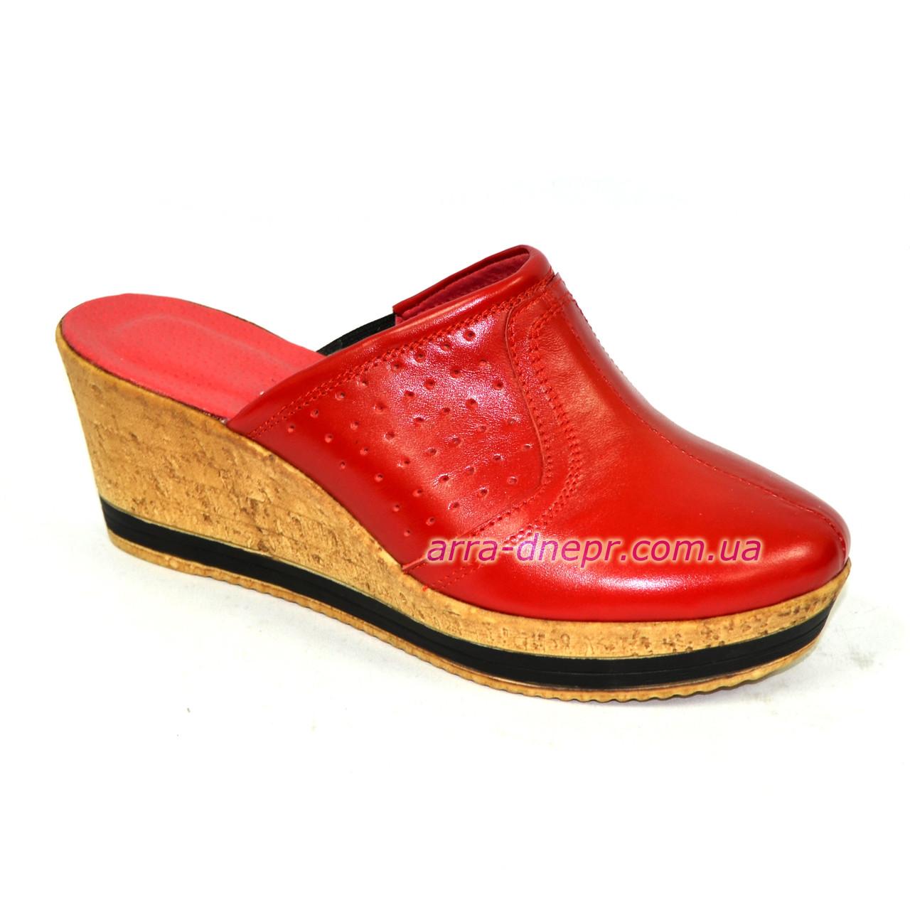 Сабо женские кожаные красного цвета на платформе