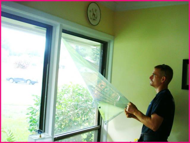 Воздушная подушка между холодным стеклом окна и плёнкой без дополнительного обогрева повышает температуру в помещении на 2-5°С.