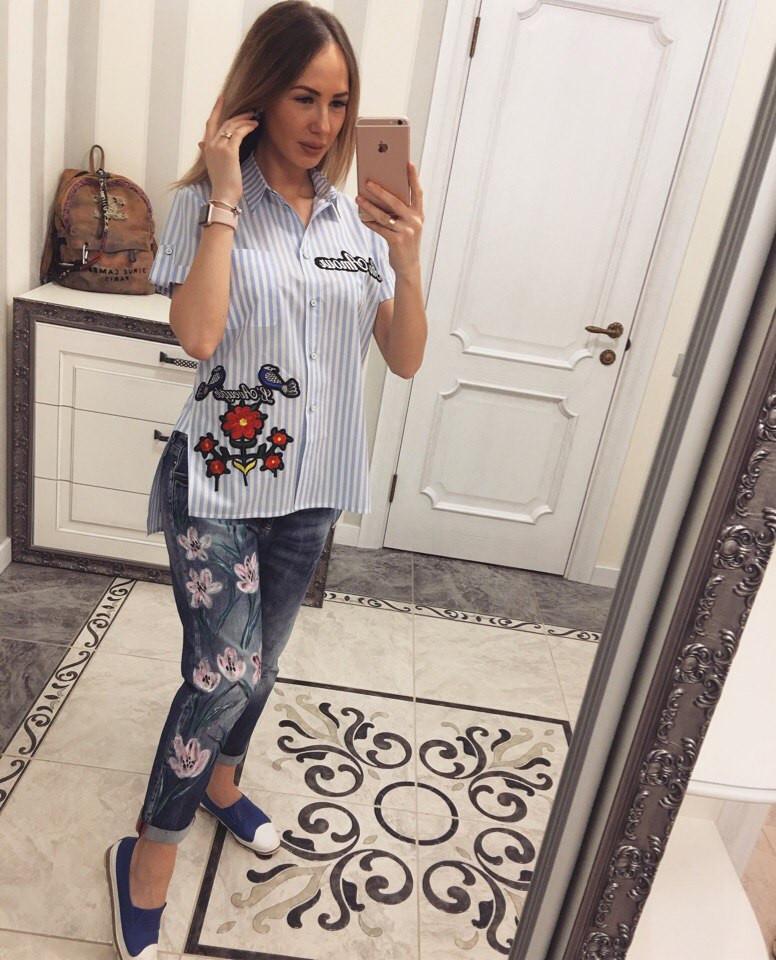 Полосатая женская рубашка с вышивкой