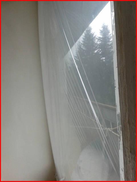 Тепло теряется и на нагрев холодного воздуха, проникающего в помещение через неплотности окон.