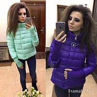 Модная демисезонная куртка с брошью и довязом на рукавах (8 цветов)