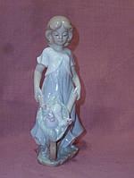 """VS-100/ 1 Фарфоровая статуэтка фигурка девушки """"Маленькая хозяюшка"""" Pavone 17 сантиметров высота"""