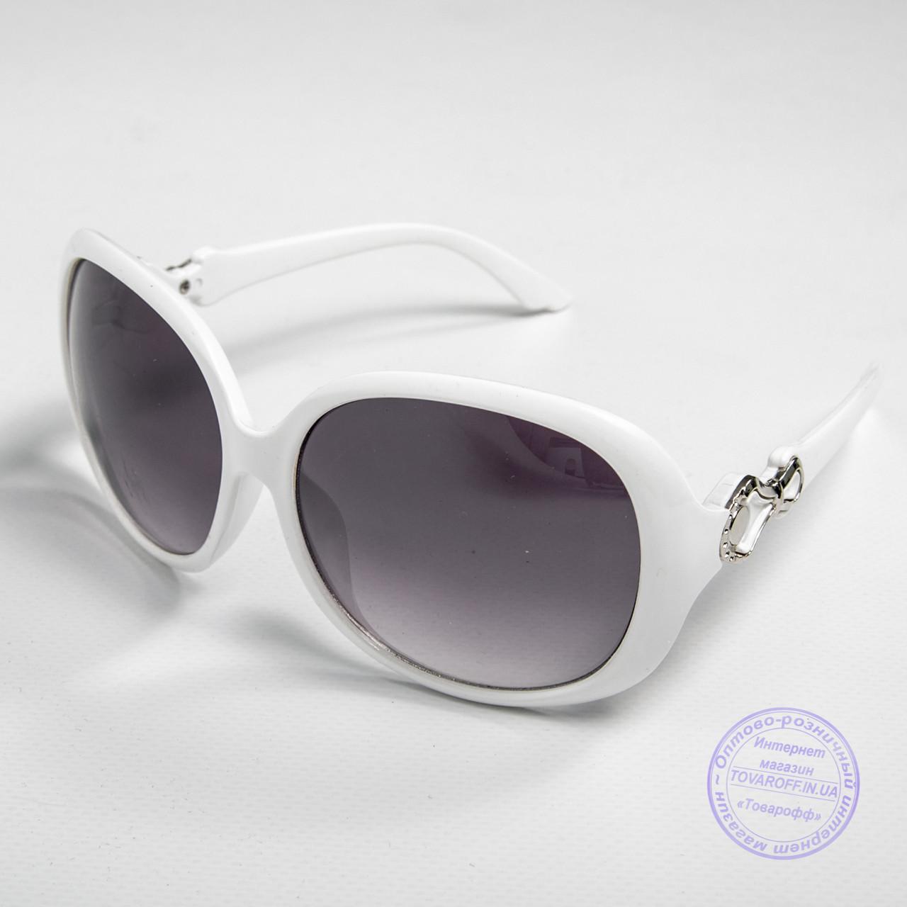Розпродаж жіночих сонячних окулярів оптом - Білі - 9972