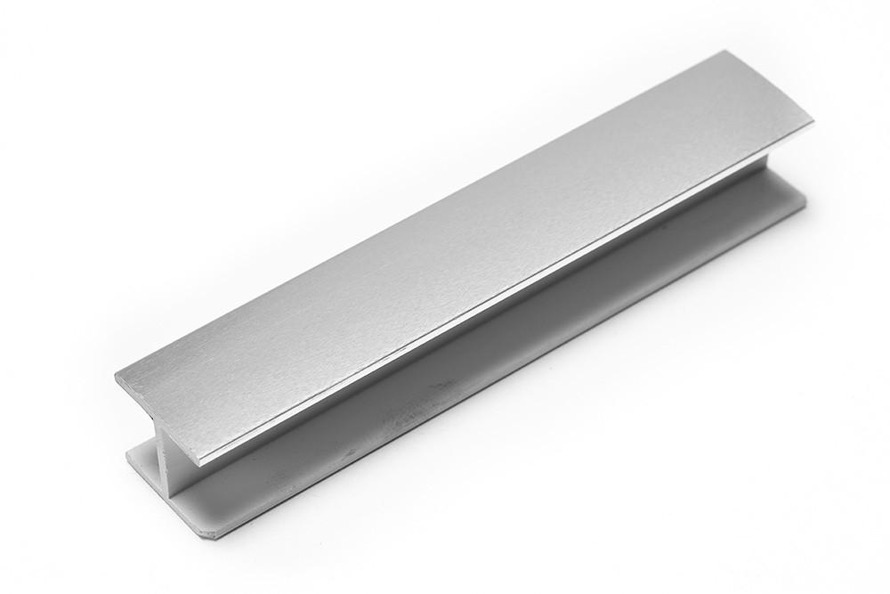 Соединитель прямой односторонний для цоколя 180 ° ПВХ H120 покрытие фольга глянец 8011