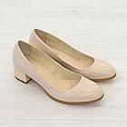 Бежевые туфли на низком каблуке женские Woman's heel лакированные кожаные молочные, фото 5