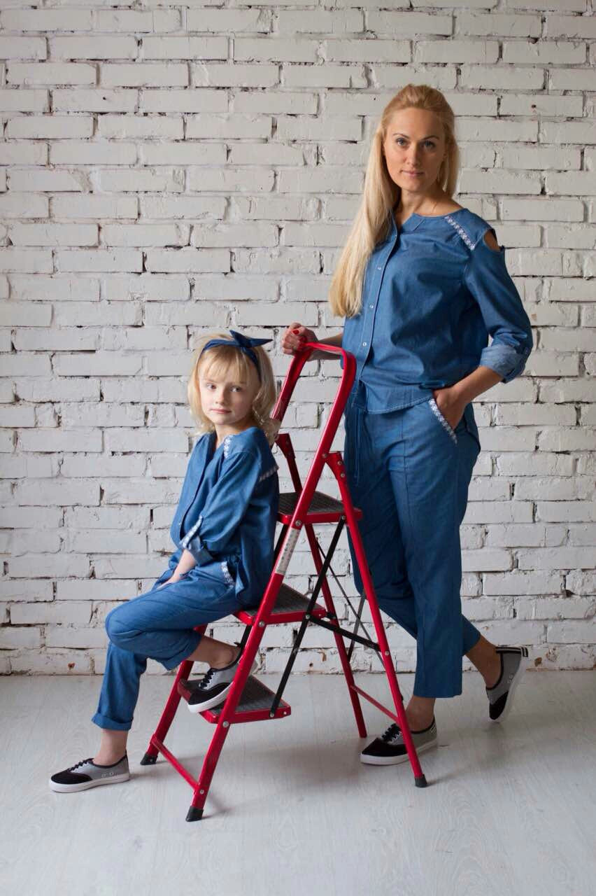 Джинсовый костюм - брюки и блуза