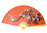 Настенный китайский веер Сакура на красном фоне