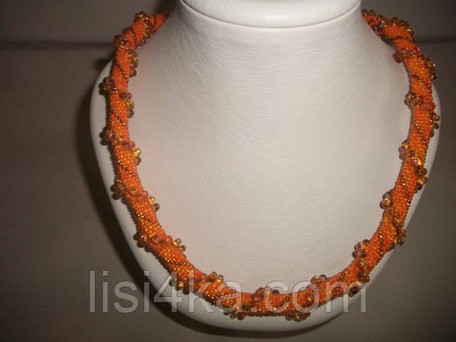 Вязаный жгут из бисера и объемных бусин оранжевого цвета