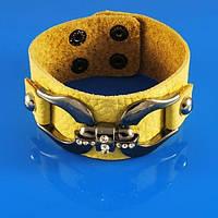Интересный кожаный браслет желтый