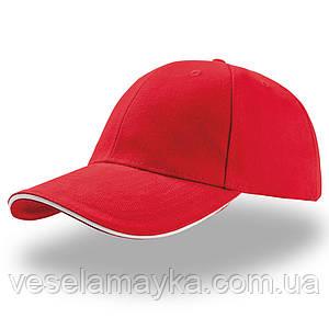 Красная кепка-сэндвич с белой вставкой