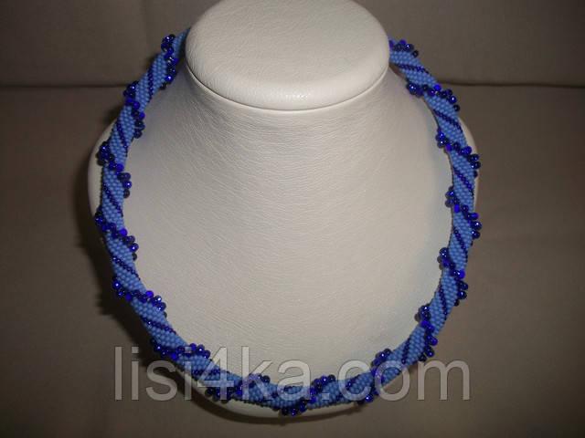 Вязаный жгут из бисера и объемных бусин сине-голубого цвета