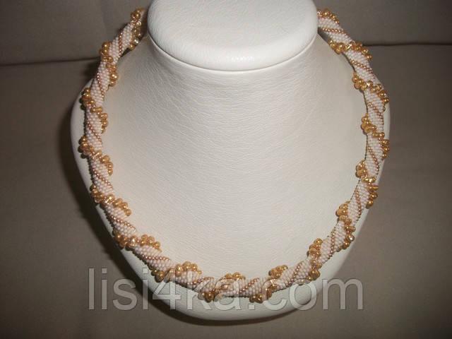 Вязаный жгут из бисера и объемных бусин бежево-золотого цвета