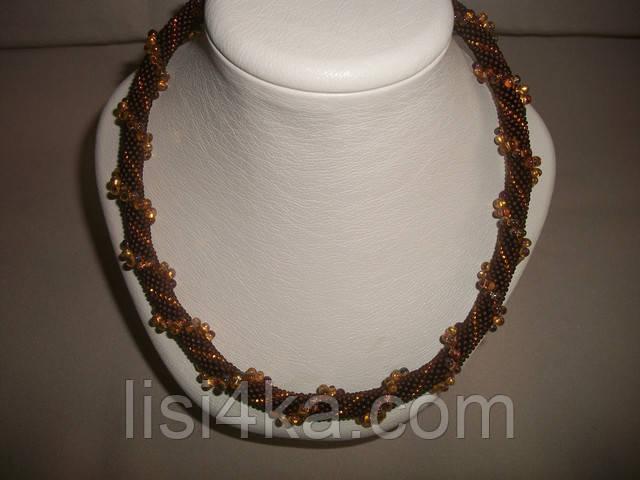 Вязаный жгут из бисера и объемных бусин янтарно-коричневого цвета