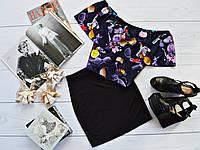 Стильный костюм: черная юбка + топ-трансформер с ярким принтом: косметика