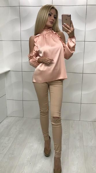 Блуза с открытыми плечами пудра