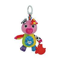 Развивающая игрушка-подвеска Поросенок Олли Lamaze (LC27579)