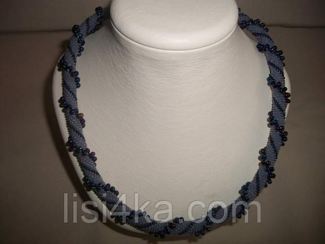 Вязаный жгут из бисера и объемных бусин сине-серого цвета