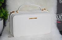 Фирменная сумка из экокожи David Jones с брендированной фурнитурой.