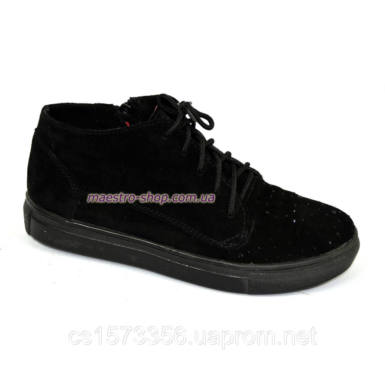 Стильные женские ботинки из натуральной замши черного цвета, декорированы камнями.