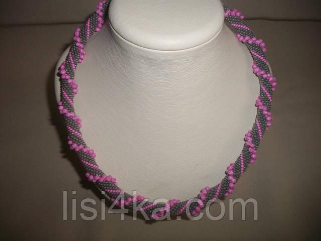Вязаный жгут из бисера и объемных бусин серо-розовый