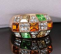 Яркое кольцо, усыпанное кристаллами Swarovski, покрытое золотом (106952)