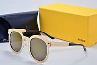 Солнцезащитные очки круглые Fendi в золотой оправе