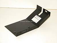 Крепление заднего правого брызговика на Фольксваген ЛТ 28-35 1996-2006 ROTWEISS (Турция) RWS9018820414