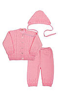 Вязаный костюм для девочки: кофточка, штанишки и шапочка