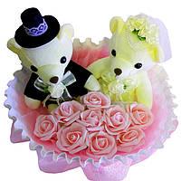 Букет из мягких игрушек Мишки Жених и невеста с розами
