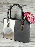 Женская сумка классическая с брелком