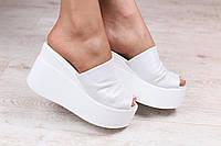Красивые белые кожаные сабо на платформе