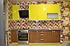 Кухня - сочетание желтого с коричневым