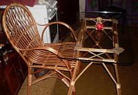 Плетеное кресло со столиком из лозы