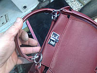 Ремонт поворотного замка на женской сумочке Fendi