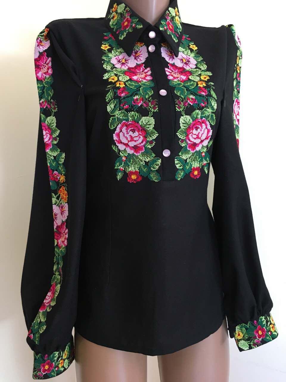 Чорна вишита блуза з квітковим орнаментом 42(S)  продажа 7fe1204199672