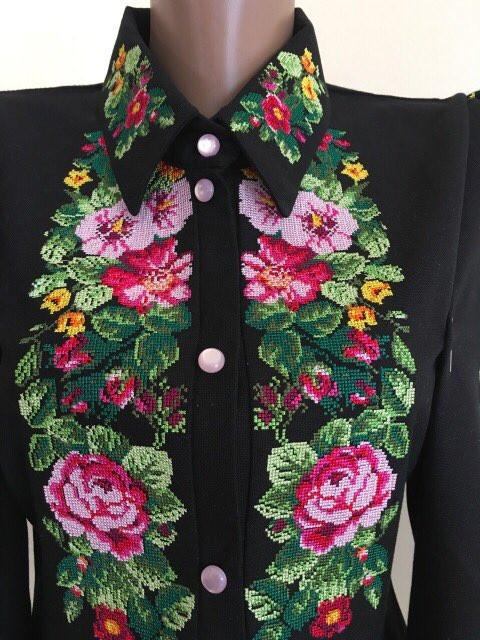 Жіноча вишита блуза дизайнерська робота. Розмір прирблизно Міжнародний  S   Український  42  8aad85a6bbfa8