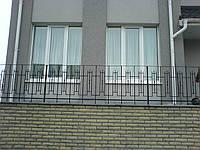 Простые кованые ограждения террас, балконов, лестниц