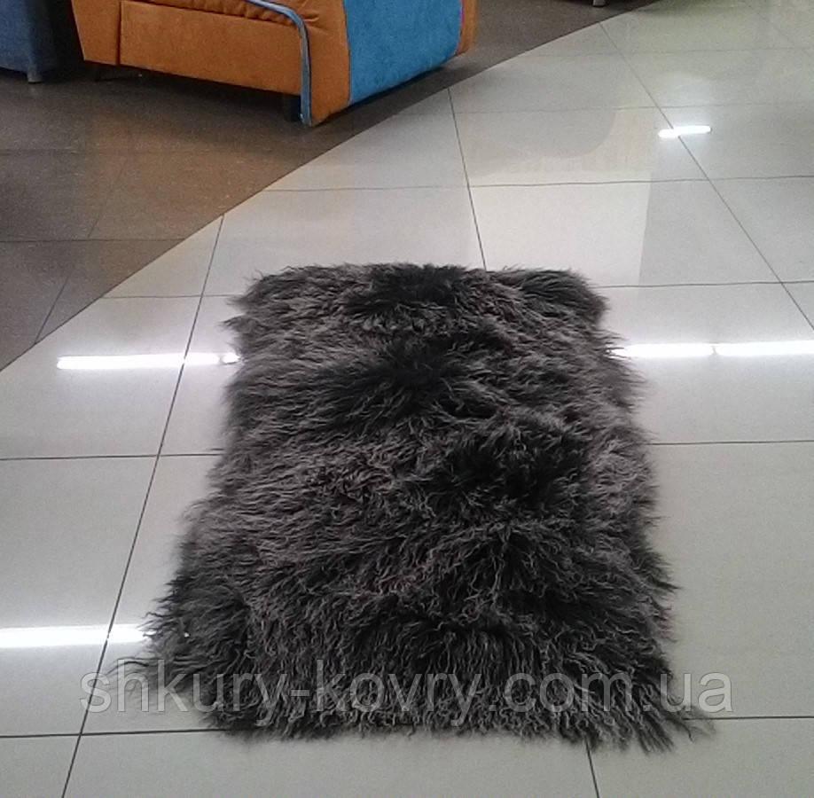 Красивыя м'які і пухнасті килимки з лами сіро-попелястого кольору
