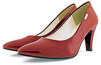Женские красные лаковые туфли на низкой шпильке. Польская фабрика Lavini.