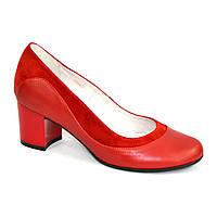 Женские классические туфли на невысоком устойчивом каблуке, натуральные кожа и замша красного цвета.