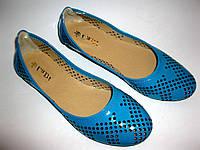 Перфорированные лаковые балетки, в голубом цвете