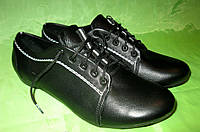 Женские кожаные туфли на шнурках, в черном цвете