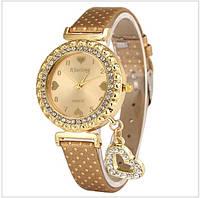 Нежные стильные женские часы со стразами и подвеской