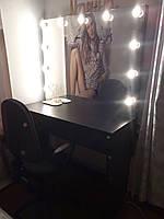 Рабочее место парикмахера, визажиста с резными цоколями в зеркало