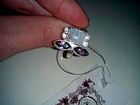 Кольцо с натуральным лунным камнем и аметистом (маркиз)в серебре.